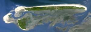 Insel Juist. Aufnahme von Landsat 7 (NASA) aus ca. 700 Kilometern Höhe.