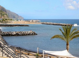 Badestrand in Calheta auf Maderia &copy; bildpixel / Quelle: www.pixelio.de